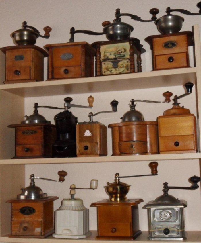 Freilichtmuseum Landwüst präsentiert Kaffeemühlen im Lauf der Zeit ...   {Kaffeemühlen 38}